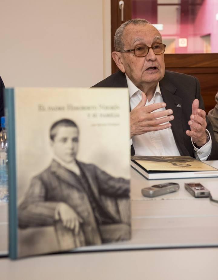 """Entrevista a Julio Sanchez que presenta el libro """"El padre Heriberto Negrin y su familia"""
